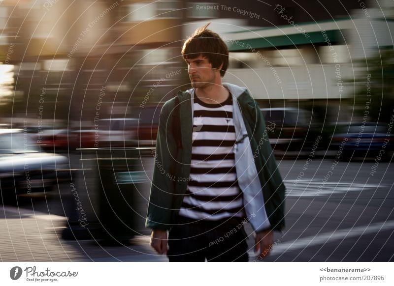 As the World Turns Stil Sommer maskulin Junger Mann Jugendliche 1 Mensch 18-30 Jahre Erwachsene Pullover brünett Coolness Straßenverkehr fokussieren Jacke