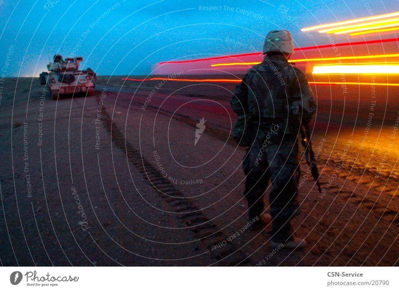 Convoy at night Mann Krieg Soldat Militär Panzer Irak Konvoi