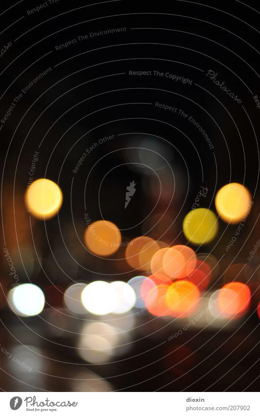 Lisboa Night weiß rot dunkel schwarz gelb Straße hell glänzend Verkehr leuchten Straßenbeleuchtung Verkehrswege Scheinwerfer Straßenverkehr Rücklicht