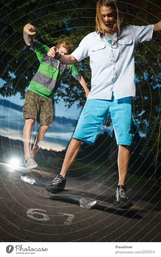 67 Mensch Jugendliche Sommer Freude Sport springen Spielen blond maskulin Lifestyle ästhetisch Coolness Freizeit & Hobby Ziffern & Zahlen Asphalt