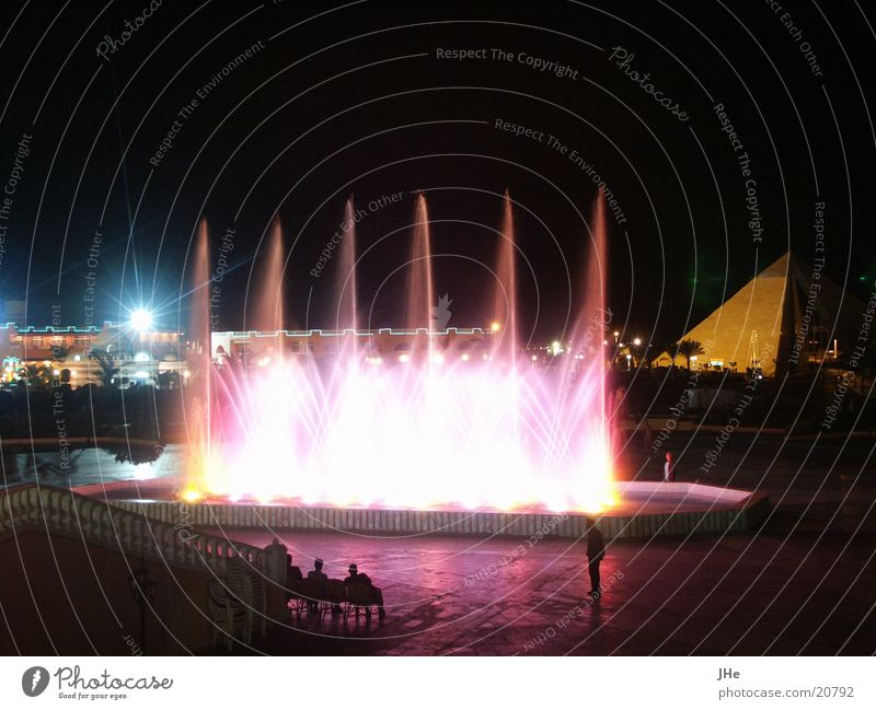 nächtliche Wasserspiele Wasserfontäne Nacht Show Zufriedenheit