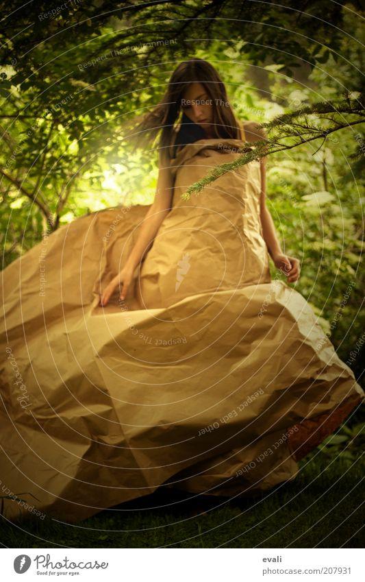 Paper dreams Mensch feminin Junge Frau Jugendliche Erwachsene 1 18-30 Jahre Natur Garten Park Kleid Papier Verpackung Tanzen träumen einzigartig braun grün