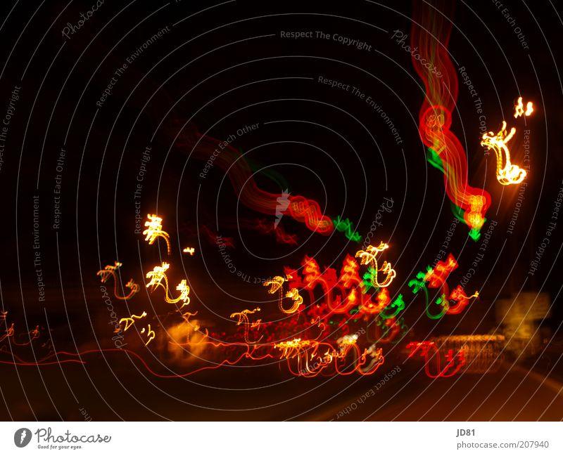 tanzende psychedelische Lichter Geschwindigkeit mehrfarbig rot schwarz Bewegung Surrealismus Farbfoto Außenaufnahme Experiment Menschenleer Textfreiraum oben