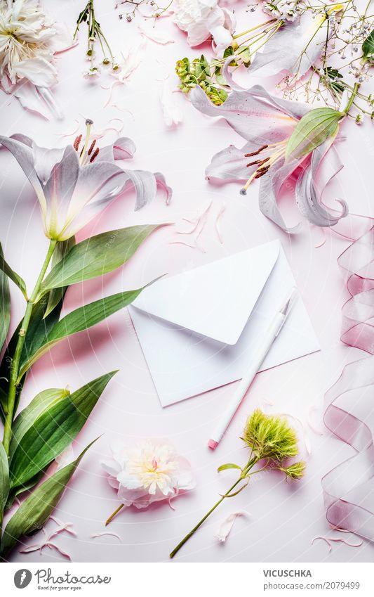Schöne Blumen mit Umschlag und Stift Pflanze Blatt Freude Lifestyle Blüte Liebe Stil Feste & Feiern Stimmung Design rosa Dekoration & Verzierung Geburtstag