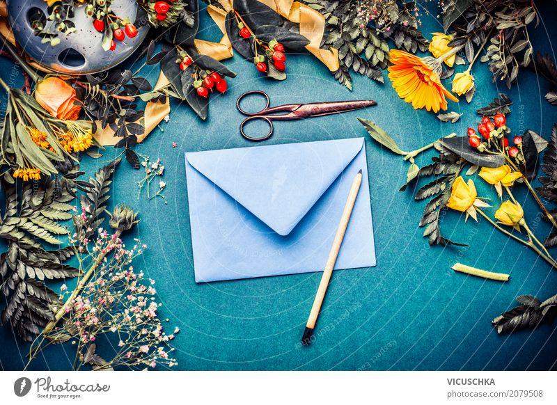 Briefumschlag mit Blumen und Stift Lifestyle Stil Design Feste & Feiern Natur Pflanze Herbst Blüte Dekoration & Verzierung Blumenstrauß trendy retro