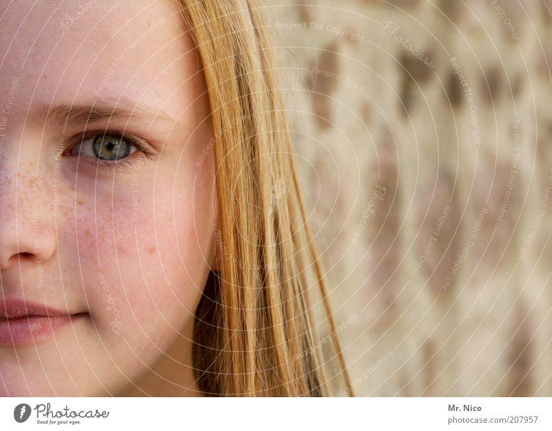 einfach Marlene Mädchen Kopf Haare & Frisuren Gesicht Auge Nase Mund Lippen blond langhaarig Zufriedenheit zart schön sanft Sommersprossen Gesichtsausdruck