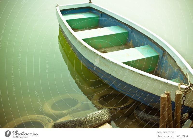 Ü-Boot alt grün blau Holz See Wasserfahrzeug Schwimmen & Baden China Schifffahrt Anlegestelle parken Reifen Im Wasser treiben trüb Ruderboot Wasseroberfläche