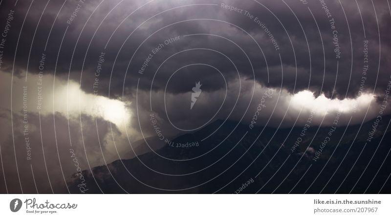 Sommergewitter Umwelt Natur Landschaft Urelemente Himmel Wolken Gewitterwolken Sonnenlicht Klimawandel Wetter schlechtes Wetter Unwetter Regen Wärme Felsen