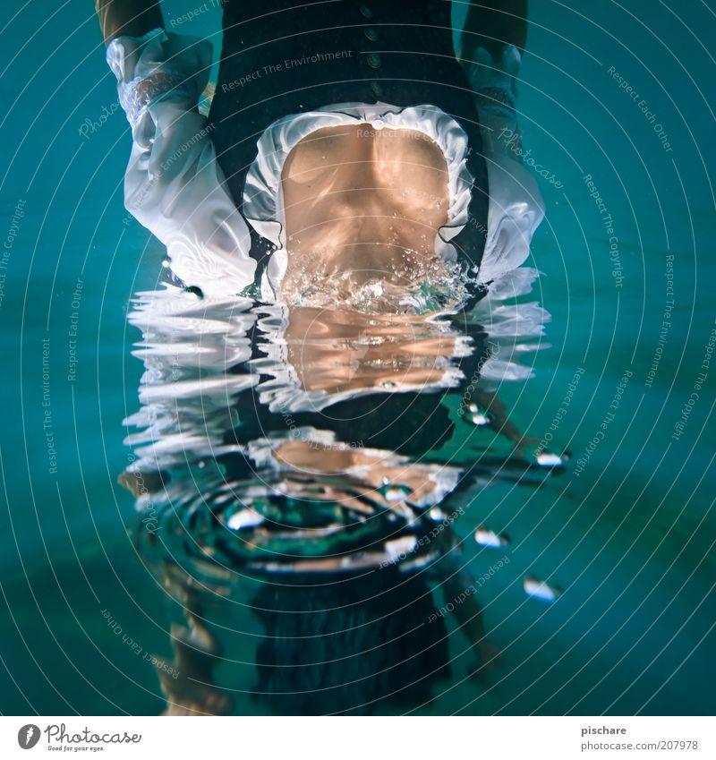 Aqueous Transmission Jugendliche Wasser schön blau Erotik feminin See Mode Wassertropfen nass verrückt frisch ästhetisch tauchen