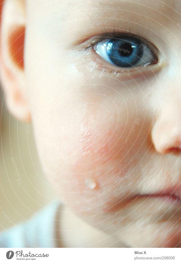 blue eye Mensch Kind blau Auge Gefühle Traurigkeit Stimmung Baby Trauer Kindheit Schmerz Kleinkind weinen Tränen Bildausschnitt Porträt