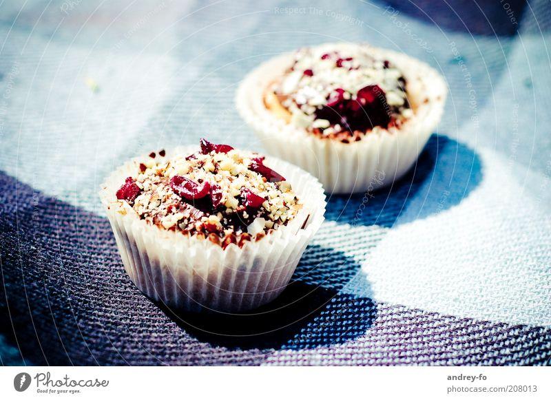 Muffins Lebensmittel Kuchen Dessert Süßwaren Törtchen Ernährung lecker süß blau braun rot Appetit & Hunger Sonnenlicht kariert Muster Stoff Beeren 2 Schatten