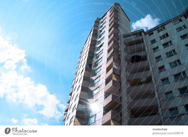 Märkisches Viertel Lifestyle Stil Himmel Wolken Haus Hochhaus Gebäude Architektur Fassade Balkon ästhetisch Kontrast trashig Stadt Armut Sommer Farbfoto