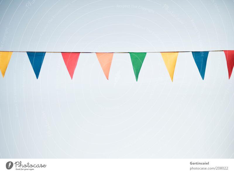 Festlichkeit Feste & Feiern Dekoration & Verzierung Fahne Jahrmarkt Schönes Wetter Veranstaltung Blauer Himmel festlich Zierde Girlande Sommerfest