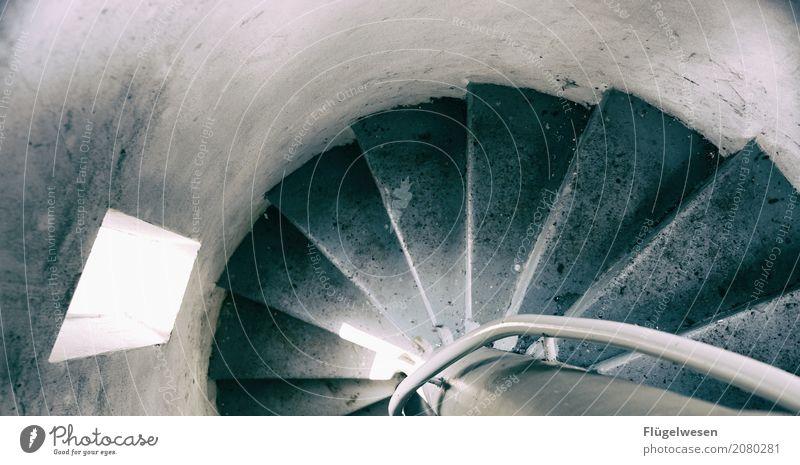 Es geht auch wieder runter Fenster Architektur Gebäude Treppe Beton Turm Bauwerk Niveau Gelassenheit Treppenhaus Treppengeländer Märchen Treppenabsatz