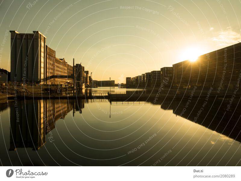 Binnenhafen Duisburg Wasser Sonne Sonnenaufgang Sonnenuntergang Sonnenlicht Deutschland Haus Industrieanlage Hafen Brücke Gebäude Architektur historisch modern
