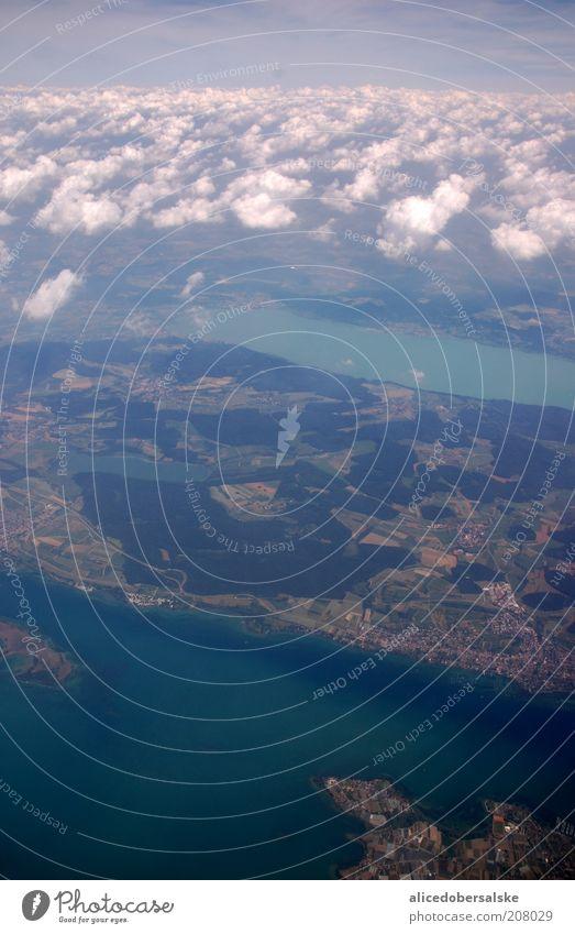 über den wolken... See Wasser Erde Luft Wolken Urelemente Altokumulus floccus München Flugzeug Luftaufnahme Flugzeugausblick Ferne über den Wolken Teich Bayern