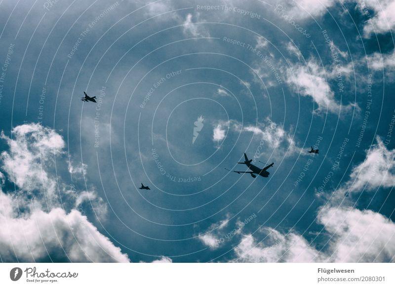 Alles auf Angriff Himmel Ferien & Urlaub & Reisen Wolken fliegen Luftverkehr Klima Flugzeug Flugangst Flugzeugstart Flugzeuglandung fliegend Flughafen Krieg