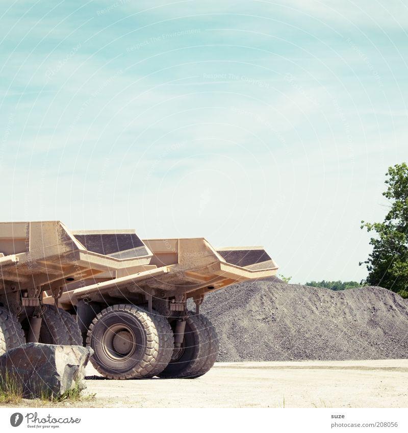 Kipper Sommer Arbeit & Erwerbstätigkeit Stein dreckig groß trist Pause authentisch Wandel & Veränderung Baustelle Industrie Lastwagen Maschine Reifen
