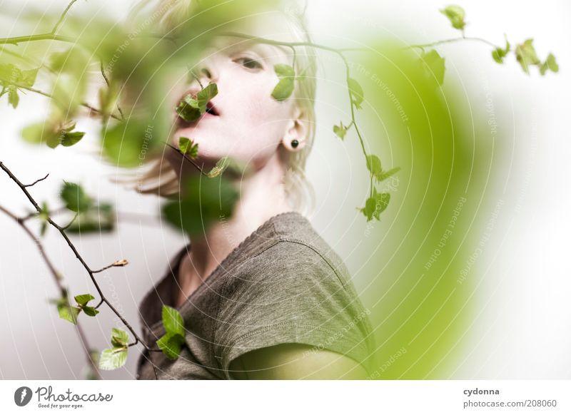 Blick Mensch Natur Jugendliche schön Pflanze ruhig Gesicht Erholung Leben Freiheit Gefühle Stil Frühling träumen Erwachsene