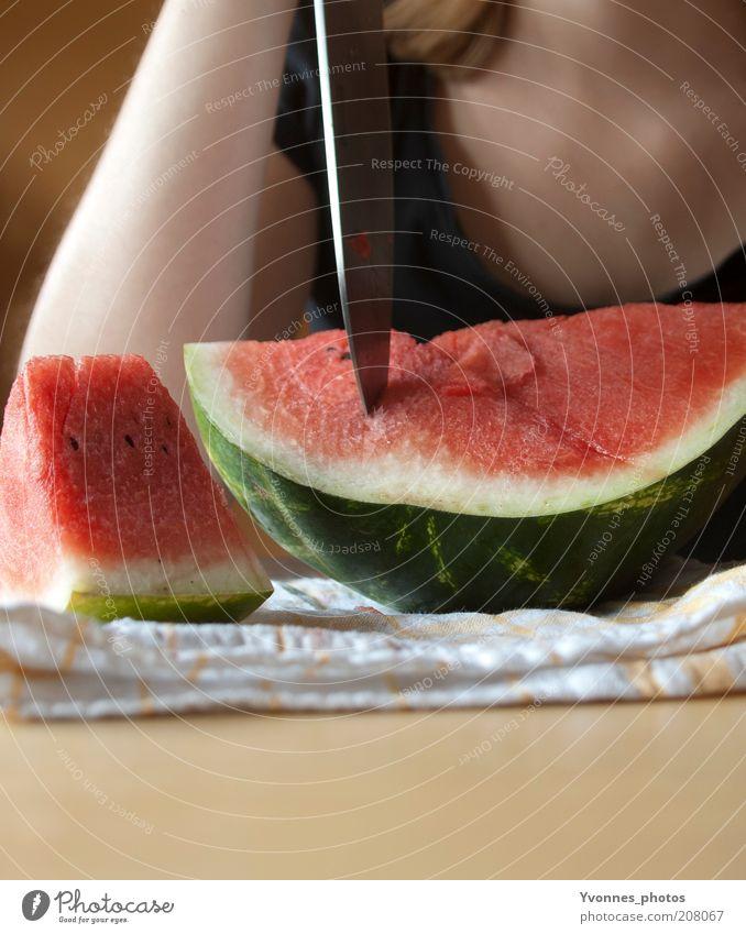 Melone Lebensmittel Frucht Dessert Ernährung Essen Bioprodukte Vegetarische Ernährung Diät Melonen Wassermelone frisch rot Messer geschnitten lecker Farbfoto