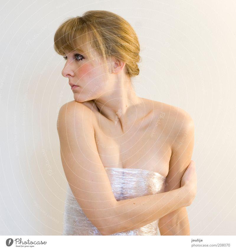 körpersprache I Mensch Jugendliche schön weiß Gesicht Erotik nackt feminin Körper Haut blond Erwachsene Arme ästhetisch Schutz