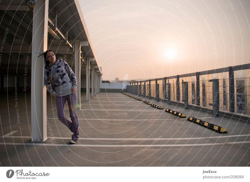 #208084 Lifestyle Freizeit & Hobby Ferien & Urlaub & Reisen Freiheit Sommer Mensch Frau Erwachsene Leben 1 Himmel Sonnenlicht Parkhaus Mauer Wand Mode Jeanshose