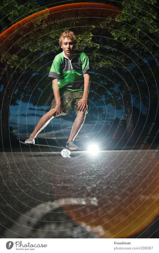 knieschützer Mensch Jugendliche Baum Sommer Freude Sport springen Spielen maskulin Lifestyle ästhetisch Coolness Freizeit & Hobby Asphalt Fitness