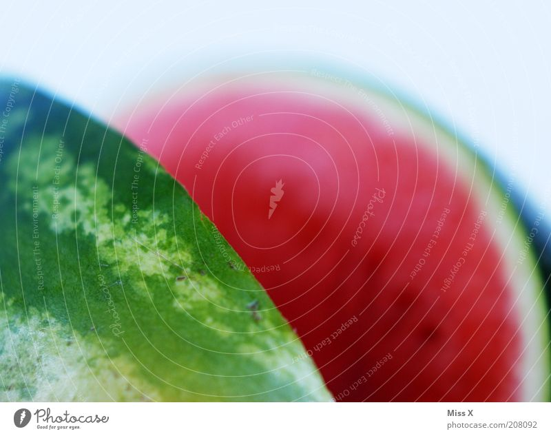 Scharfkantig Lebensmittel Frucht Ernährung Bioprodukte Vegetarische Ernährung Diät lecker rund saftig Melonen Wassermelone geschnitten aufgeschnitten Farbfoto