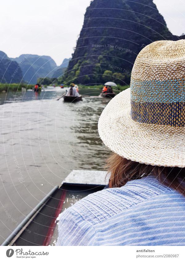 Ein Sonnenhut ist von Vorteil Mensch Frau Natur Ferien & Urlaub & Reisen Sommer Landschaft Freude Ferne Erwachsene Wärme Leben Frühling natürlich feminin