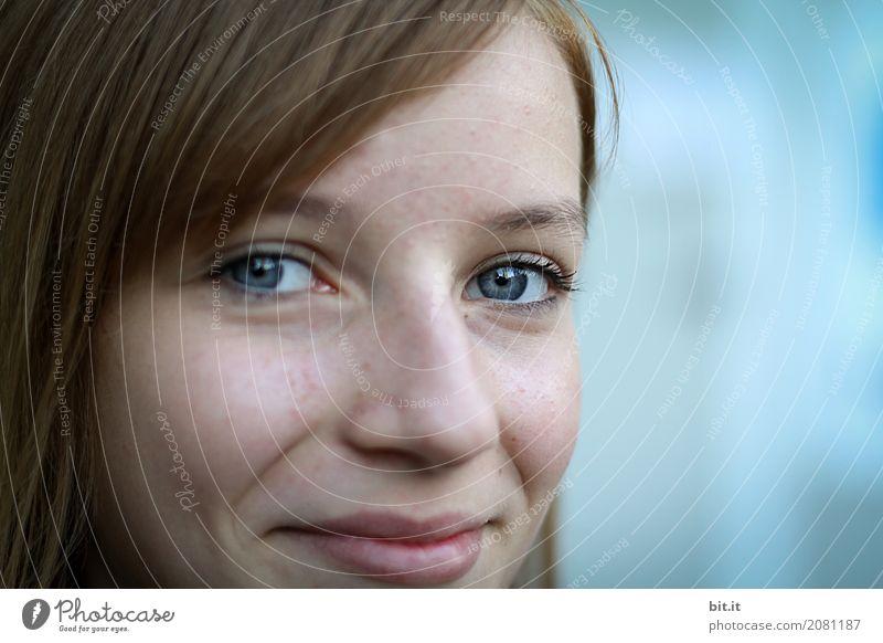 Blue... Mensch Ferien & Urlaub & Reisen Jugendliche Junge Frau Mädchen Gesundheit Gefühle feminin lachen Familie & Verwandtschaft Glück Schule Zufriedenheit