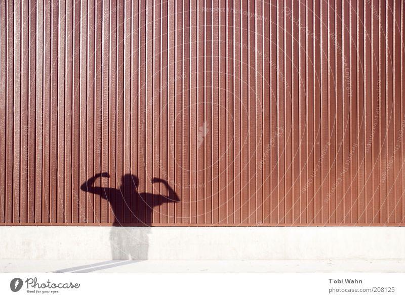 Strongest Man Mensch Wand Linie Kraft Arme Macht Streifen Körperhaltung stark Held Muskulatur beeindruckend Schattenspiel Angeben Licht