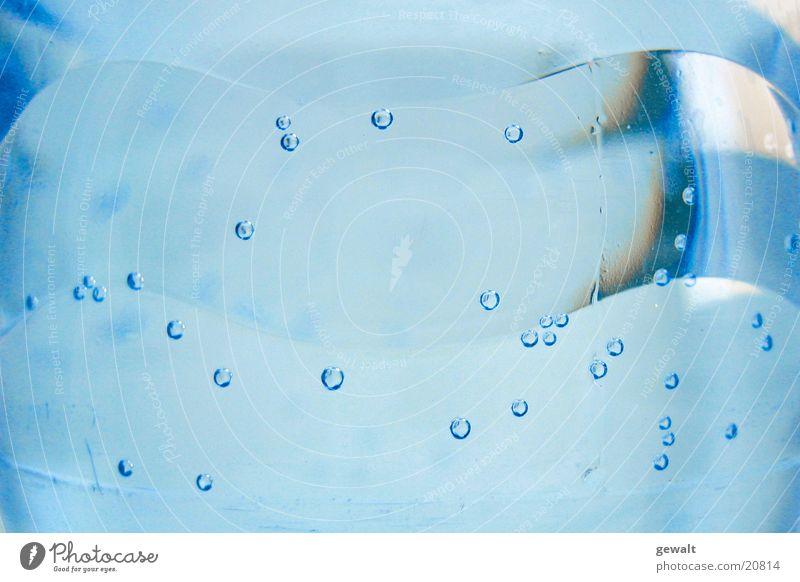 Mineralwasser Wasser blau Ernährung Luft frisch Klarheit Blase durchsichtig Gas Trinkwasser Kohlensäure