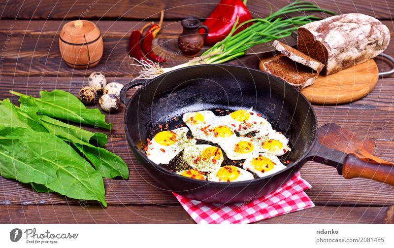 Spiegeleier Brot Kräuter & Gewürze Frühstück Mittagessen Abendessen Pfanne Küche Restaurant Holz Essen frisch lecker natürlich oben grün Tradition Zwiebel