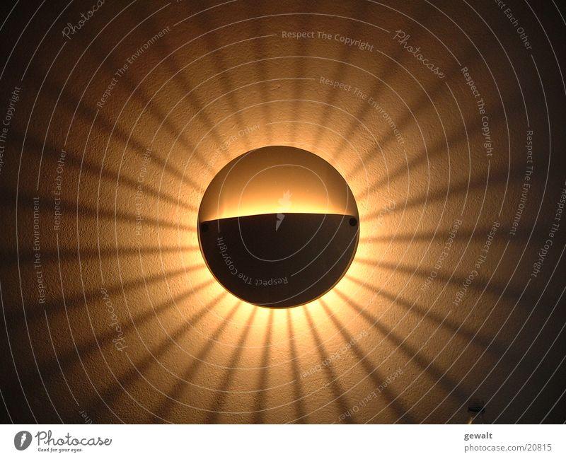 Zimmer_Sonne Lampe dunkel Beleuchtung Kreis Häusliches Leben Kugel Glühbirne glühen