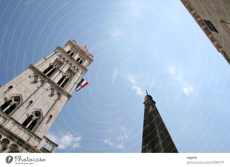 trogir - dem himmel entgegen alt Himmel blau Ferien & Urlaub & Reisen Wolken Gebäude Architektur Europa Tourismus Kirche Fahne Bauwerk Wahrzeichen