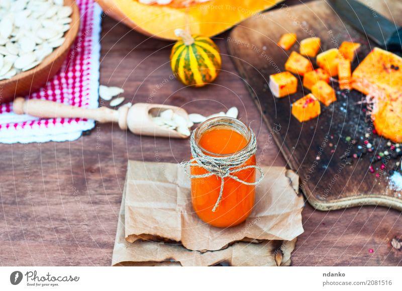 Kürbissaft mit Gewürzen Kräuter & Gewürze Saft Löffel Papier Holz frisch natürlich oben braun weiß Glas nützlich Paprika orange Messer Koch Zutaten altehrwürdig