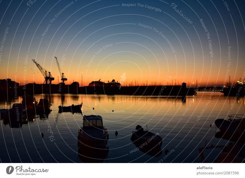 Hafen bei twighlight Wasser Himmel Wolkenloser Himmel Sonnenaufgang Sonnenuntergang Frühling Schönes Wetter Wärme Küste Bucht Livorno Italien Europa Hafenstadt