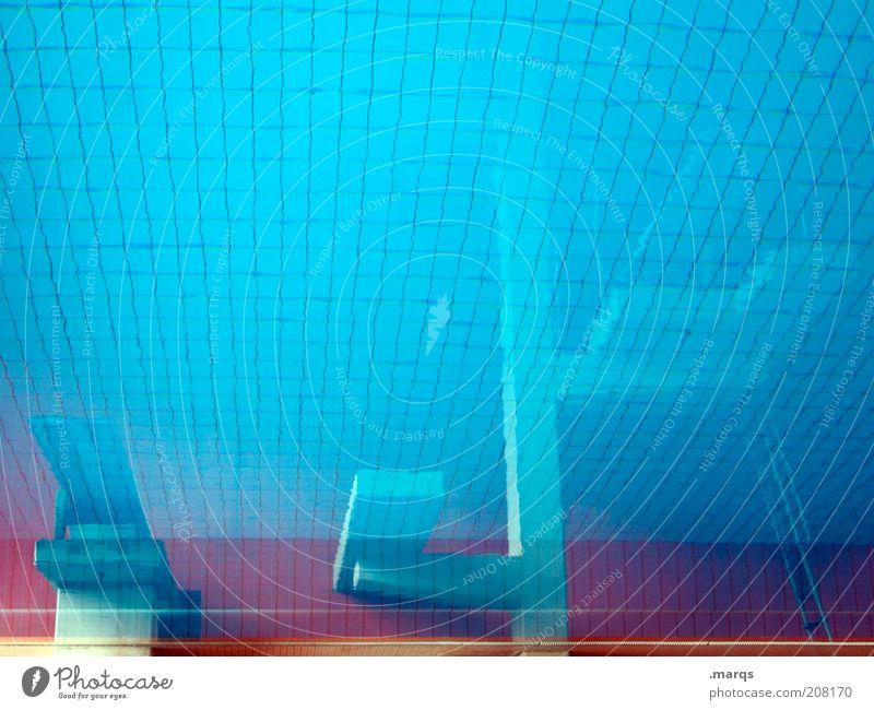 Springerbecken Wasser blau Sport Ausflug Lifestyle Schwimmbad Freizeit & Hobby Fliesen u. Kacheln Tiefenschärfe Sprungbrett Textfreiraum Ferien & Urlaub & Reisen Wasseroberfläche Schwimmhalle