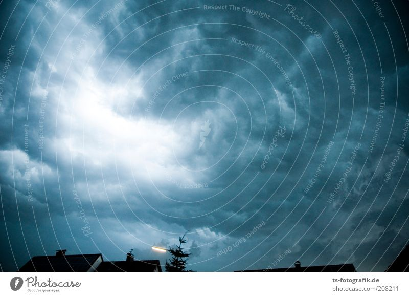 Shining überm Vogelsberg Natur Himmel weiß Baum blau Sommer Wolken Lampe dunkel Regen Luft Wind Wetter Umwelt Dach bedrohlich