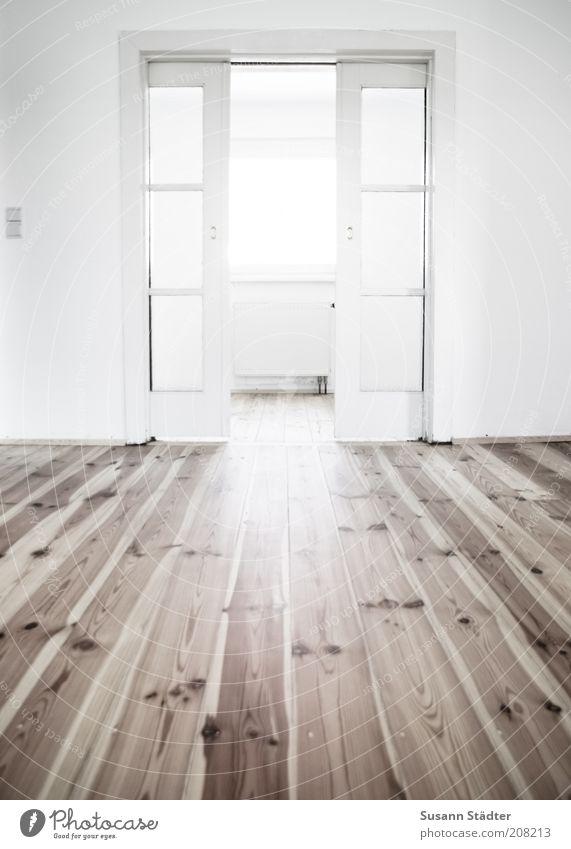 Einzug Haus Einfamilienhaus hell Wohnzimmer Wohnung Häusliches Leben Dielenboden Holzfußboden Maserung frisch Schiebetür Heizkörper Lichtschalter Fenster Tür