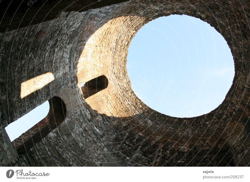 lichtwurf Himmel blau Stadt Ferien & Urlaub & Reisen Wand Fenster Mauer Gebäude Architektur Europa Kreis ästhetisch Tourismus rund Vergangenheit