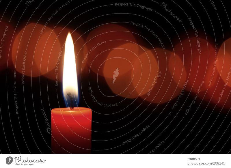 Kerze rot Leben dunkel Gefühle Religion & Glaube Feste & Feiern Feuer Hoffnung Trauer Kerze leuchten Frieden Zeichen Erwartung Kerzenschein