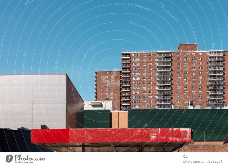 harlem Städtereise Himmel Wolkenloser Himmel Schönes Wetter New York City USA Stadt Menschenleer Haus Hochhaus Gebäude Architektur Mauer Wand Fassade Dach