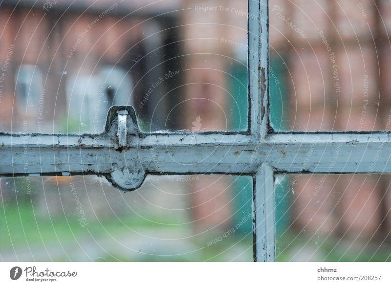 Sprossen Fenster Glas Bauernhof türkis durchsichtig Glasscheibe Haus Bauwerk Fachwerkfassade Historische Bauten