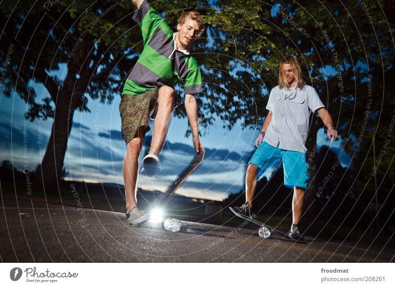 balancetraining Mensch Jugendliche Sommer Freude Sport springen Spielen maskulin Lifestyle ästhetisch Coolness Freizeit & Hobby Asphalt Fitness Lebensfreude