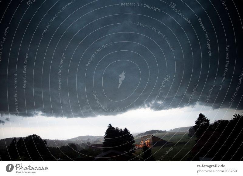 Gewitterfront Umwelt Natur Landschaft Urelemente Luft Himmel Wolken Gewitterwolken Horizont Wetter schlechtes Wetter Unwetter Sturm Regen Baum Feld Hügel