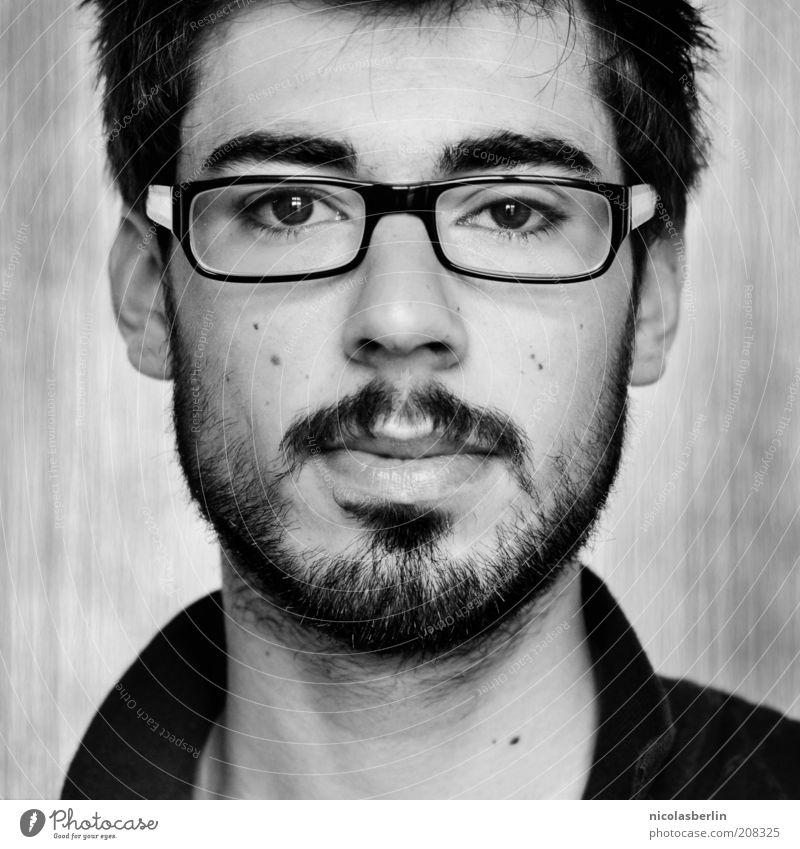 Montags Portrait 04 schön Gesicht maskulin Junger Mann Jugendliche 18-30 Jahre Erwachsene Brille schwarzhaarig kurzhaarig Bart Oberlippenbart beobachten Denken
