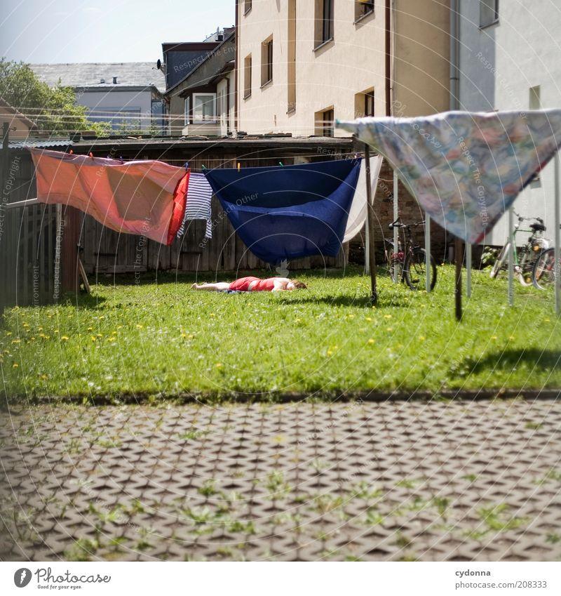 Immerwieder Sonntags Lifestyle Wohlgefühl Zufriedenheit Erholung ruhig Sonnenbad Mensch Frau Erwachsene Sommer Gras Wiese Haus Gelassenheit Idee Leben