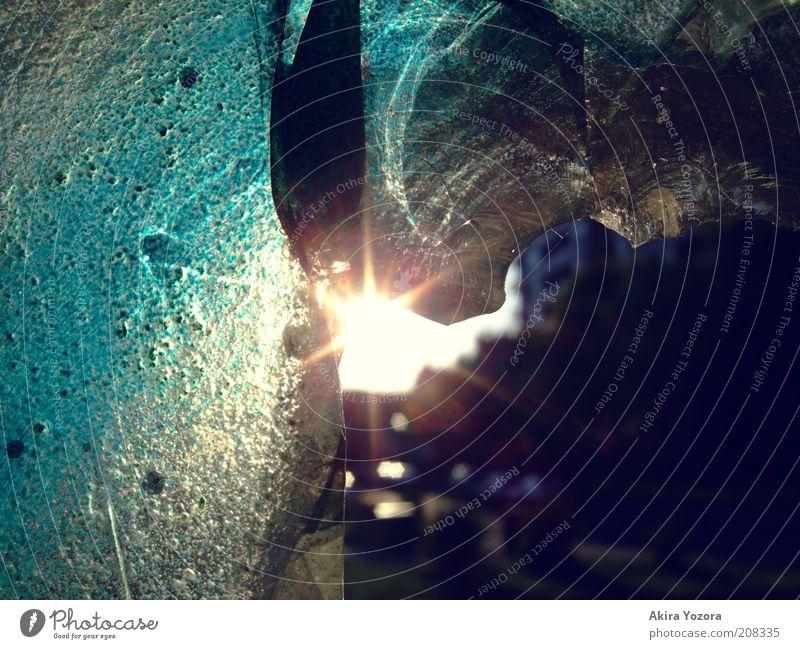 City life alt blau Stadt Haus schwarz gelb dunkel glänzend Glas Romantik kaputt Häusliches Leben Warmherzigkeit entdecken leuchten Zerstörung