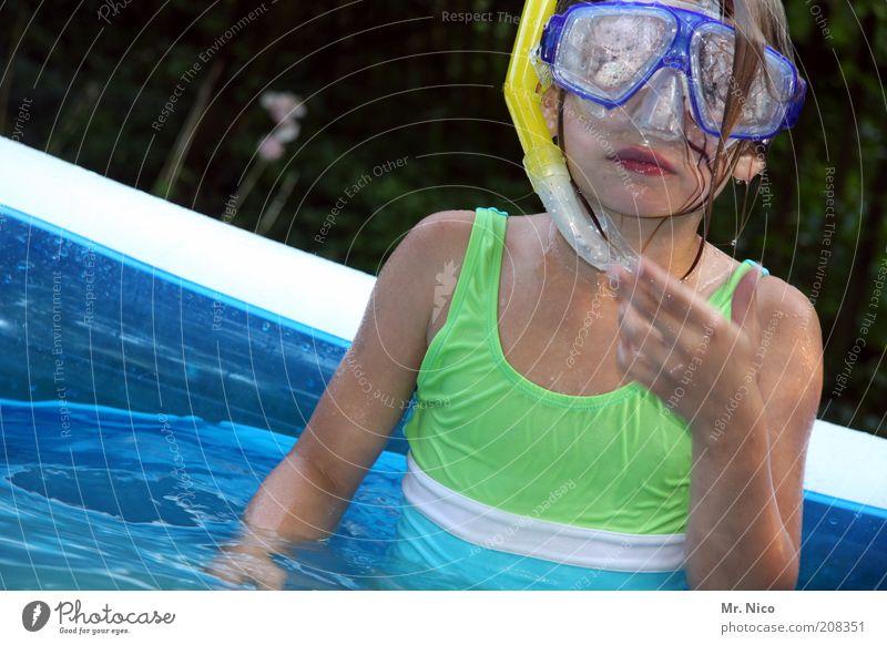 aufgetaucht Freizeit & Hobby Ferien & Urlaub & Reisen Sommer Sommerurlaub Wassersport tauchen Schwimmbad feminin Mädchen Haut Mund Brust Arme blau grün Kindheit